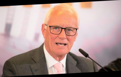 Barry Hearn sorry for fans with 'golden tickets' for the World Snooker Championship