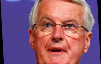 UK warns Brussels it will not be able to set Brexit rules as talks stall