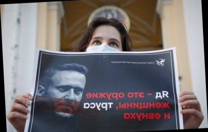 Russian doctors refuse Navalny's transfer to Germany