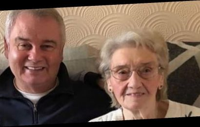 Eamonn Holmes says his mum is 'still lost' 30 years on from dad's tragic death