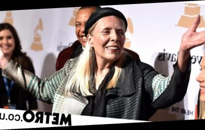 Joni Mitchell still struggling with walking after 2015 aneurysm: 'I'm a fighter'