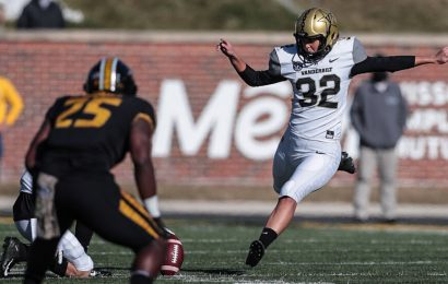 Sarah Fuller, With a Kickoff, Is the First Woman to Play Football in a Power 5 Game
