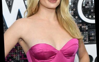 Sophie Turner's Instagram Message To Anti-Maskers Is Brutally On Point