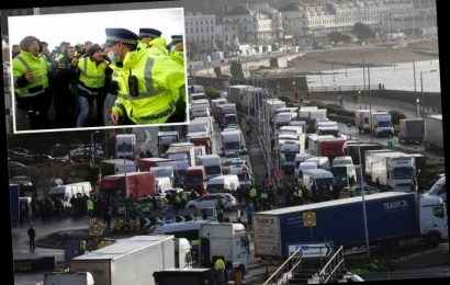 Dover traffic chaos gets WORSE as 6,000 lorries still stranded and more arriving as gridlock continues on Christmas Eve