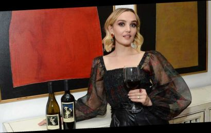 'SNL's' Chloe Fineman Has the Best Advice for Drinking During the Holidays