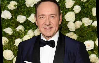 Kevin Spacey continues bizarre Christmas tradition of  tone-deaf videos