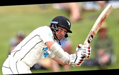 BJ Watling puts New Zealand in control of first Test against Pakistan