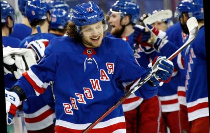 Rangers avenge opening loss in dominant win over Islanders