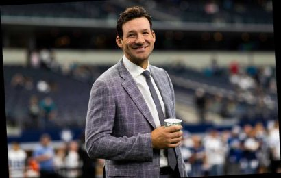 Tony Romo to work remotely  for CBS to start NFL playoffs