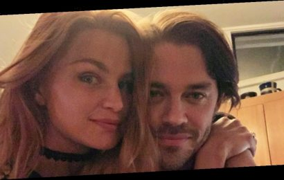 Tom Payne's Contractor Officiated His COVID Wedding to Jennifer Akerman