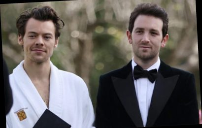 Why did Harry Styles wear a robe to his friend Jeff Azoff's wedding?