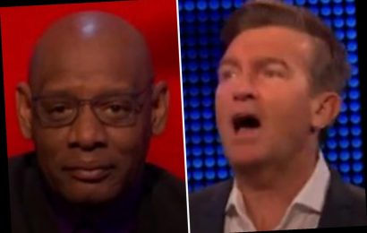 The Chase's Bradley Walsh silences Shaun Wallace as he bluntly tells him to 'liven up' halfway through story