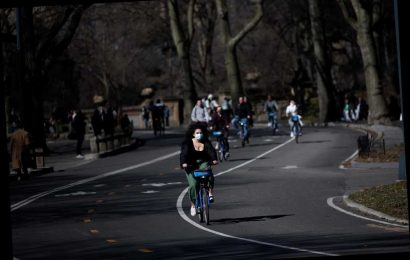 Teens rob men of Citi Bikes at knifepoint in Central Park, cops say