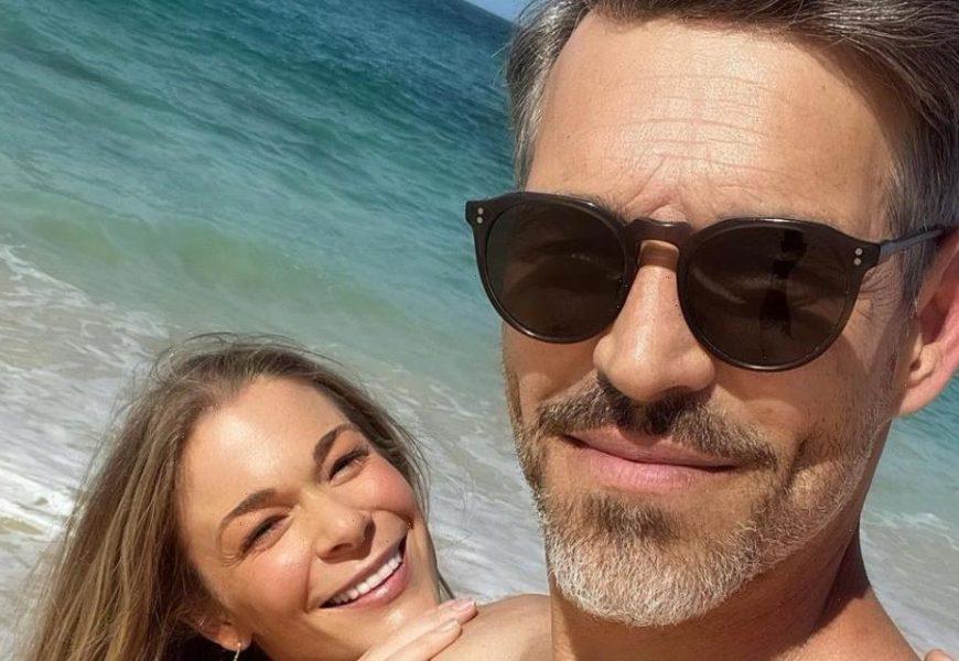 LeAnn Rimes & Eddie Cibrian Went On a Beach Vacation for Their 10th Wedding Anniversary!