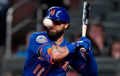 Mets' Kevin Pillar has multiple nasal fractures after bloody beaning
