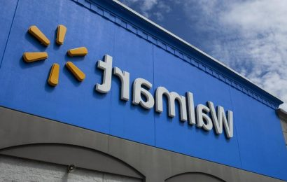 Walmart will give 740,000 employees a free Samsung smartphone