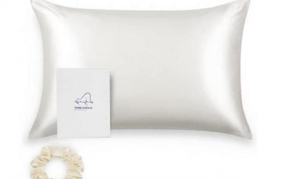 Amazon shoppers say this silk pillowcase is the answer to better skin