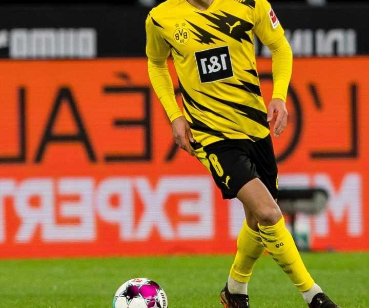 Chelsea and Man City dealt transfer blow with Mahmoud Dahoud set to sign new contract at Borussia Dortmund