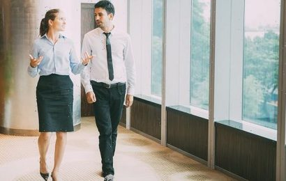Office workers should be allowed to wear shorts, report recommends