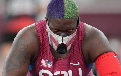 Olympian Raven Saunders draws attention with eye-popping mask
