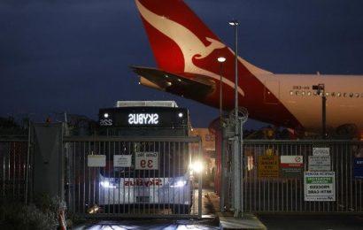 Qantas flight organised for 'vulnerable' Australians stuck in Indonesia