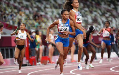 Allyson Felix wins her 11th Olympic medal, surpassing Carl Lewis's American record.