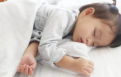 Babies of parents who work from home sleep 40 MINUTES longer at night