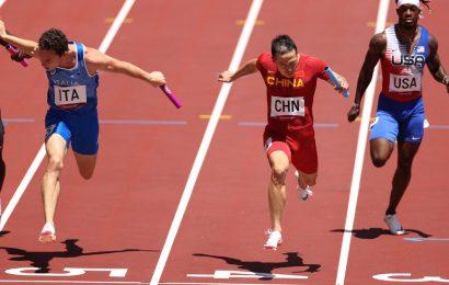 The U.S. bungles a baton handoff again and fails to reach the final in the men's 4×100-meter relay.