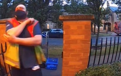 Clumsy delivery driver caught on camera in amusing Ring door bell fail