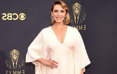 Elizabeth Olsen Honors Sisters Mary Kate & Ashley By Wearing Their Dress To 2021 Emmys