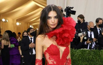 You'd Never Guess That Emily Ratajkowski Used Drugstore Products for Her 2021 Met Gala Hair