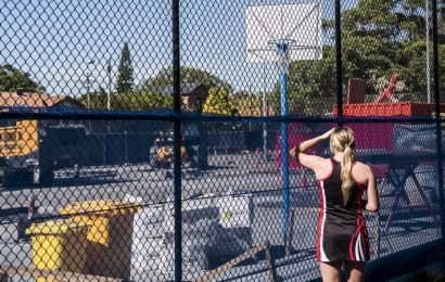 'It's a disaster': Netball calls for change to 200-person outdoor limit