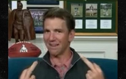 Eli Manning Flips Double Middle Fingers During Live 'MNF' Broadcast