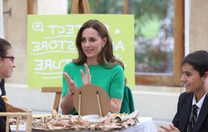 Prince William and Kate Middleton join Steve Backshall and Helen Glover at Kew Gardens