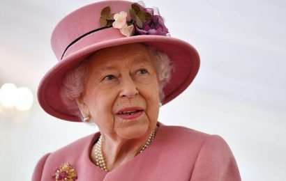 Queen Elizabeth congratulates BBC's 'Songs of Praise' for showing 'Christianity as a living faith'
