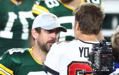 Tom Brady pokes fun at Packers' Aaron Rodgers touchdown celebration: 'He's now a shareholder of the Bears'